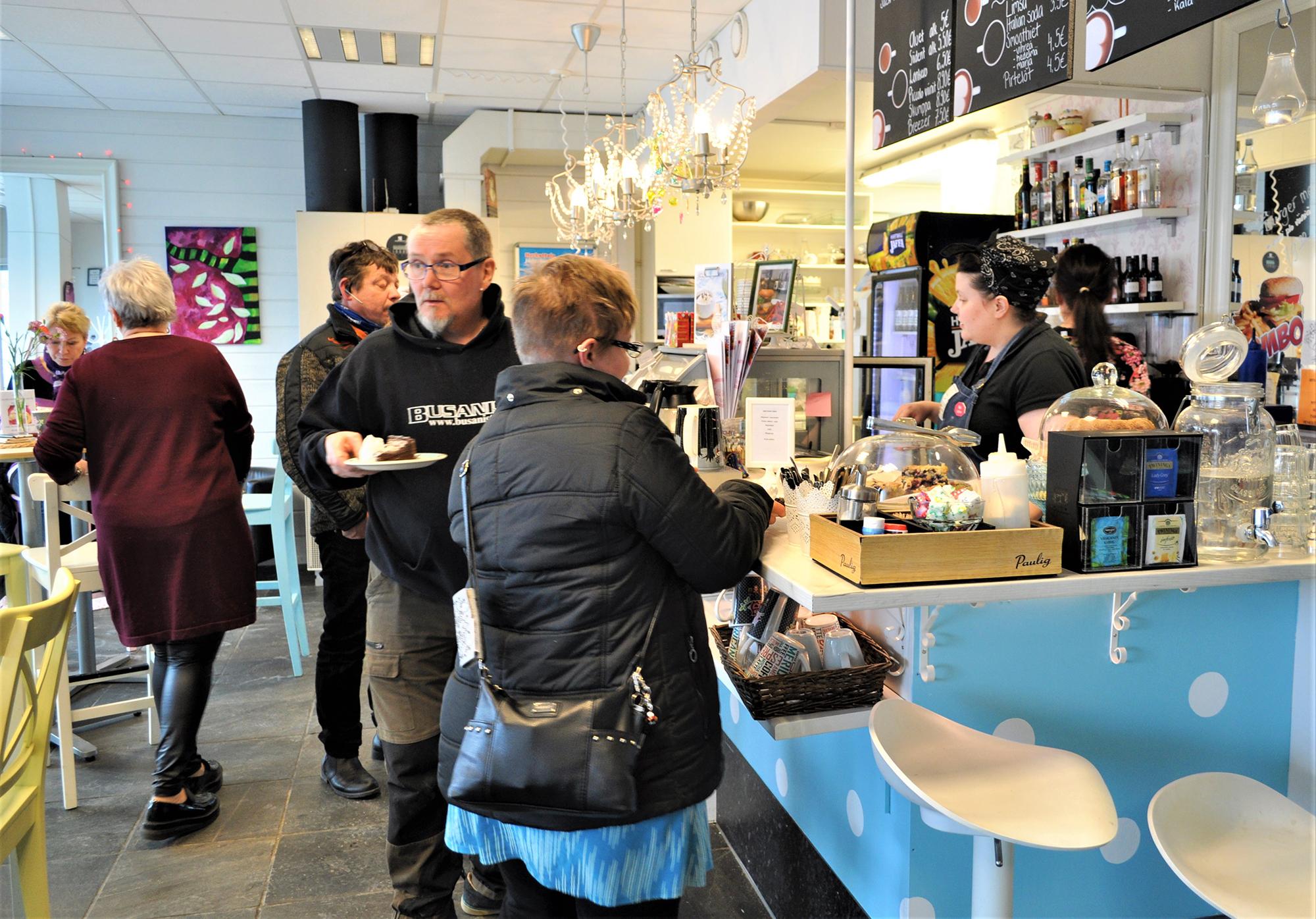Café Somassa saa monenlaisia kahvilatuotteita.