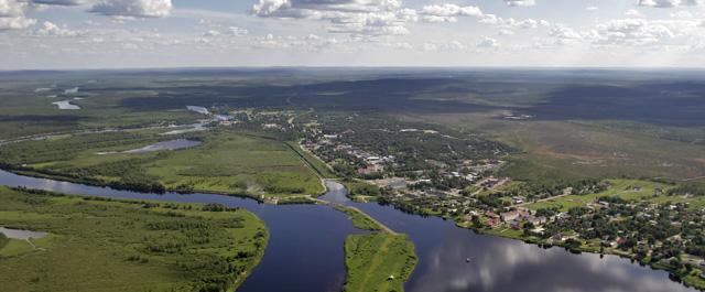 Ounasjoki muokkaa maisemaa Kittilässä.